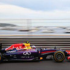 Daniel Ricciardo casi da caza a Hamilton
