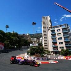 Sebastian Vettel pasa por Loews