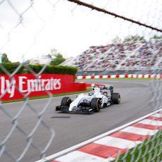 Valtteri Bottas se prepara para afrontar una recta