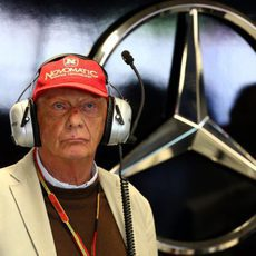 Niki Lauda, con gesto serio en Mercedes