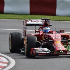 Fernando Alonso lidera la primera tanda de libres
