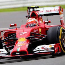 Kimi Räikkönen probó las mejoras en los Libres 2