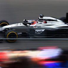 Jenson Button suma una nueva vuelta