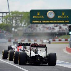 Los coches se agrupan para comenzar la sesión