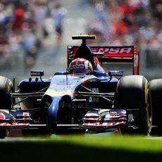 Daniil Kvyat rueda en el circuito de Montreal