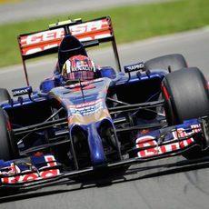 Daniil Kvyat rueda con el superblado en el Gilles Villeneuve