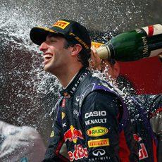 Celebración de champán para Daniel Ricciardo