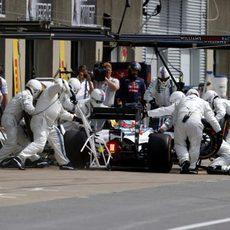 Felipe Massa para en boxes para cambiar neumáticos