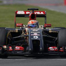 Romain Grosjean tuvo problemas en el alerón trasero