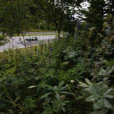 Kamui Kobayashi entre la vegetación de Austria