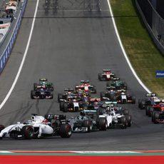 Felipe Massa primero en la salida del GP de Austria