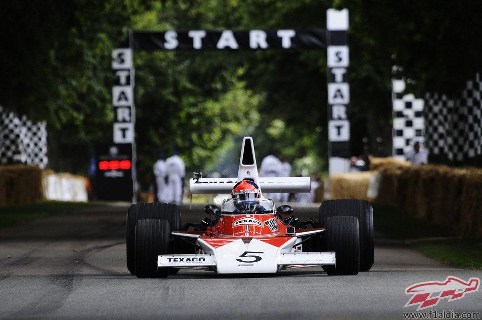 Emerson Fittipaldi, al volante del McLaren M23 de 1974