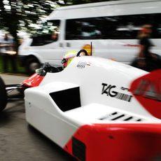 Oliver Turvey rueda con el McLaren de Niki Lauda