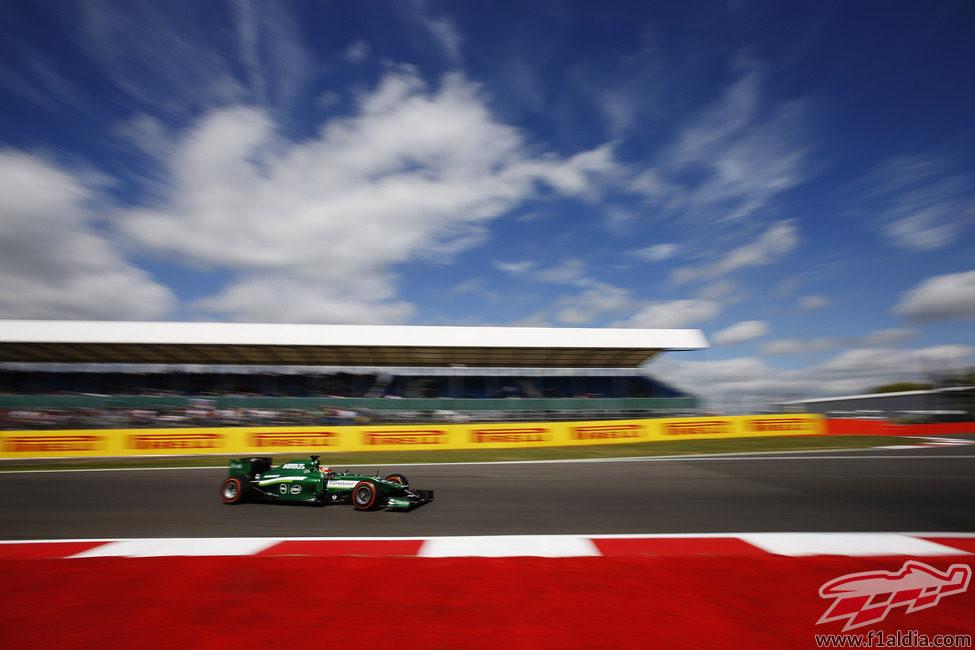 Robin Frijns rodando en Silverstone