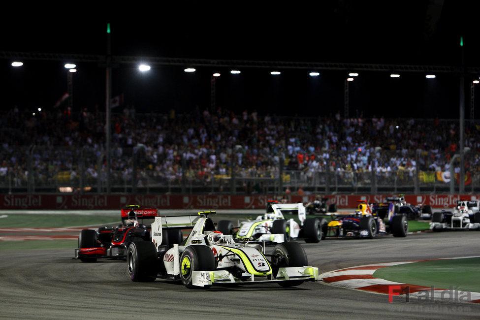 Barrichello no logra recortar puntos a Button