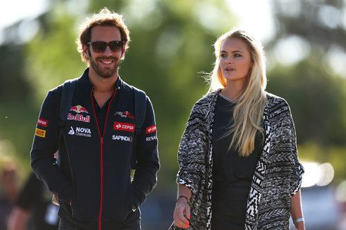 Jean-Eric Vergne y Petra Silande en el paddock