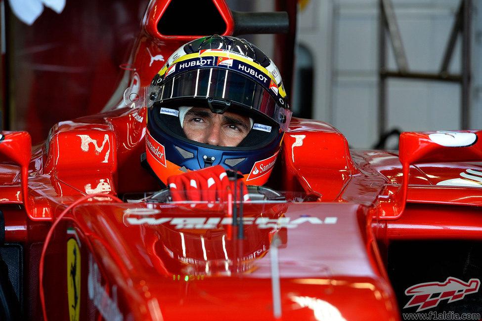 Pedro de la rosa subido al F14-T en Silverstone
