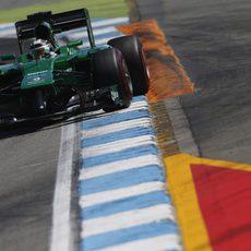 Kamui Kobayashi haciendo su vuelta rápida con los neumáticos superblandos