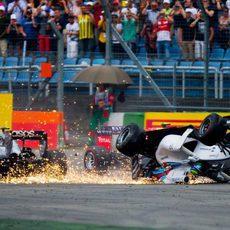 Felipe Massa vuelca en su incidente con Magnussen