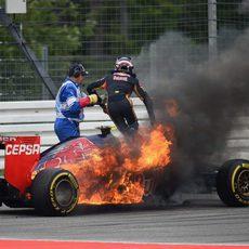 Incendio en el coche de Daniil Kvyat