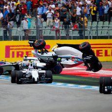 Felipe Massa es catapultado en el aire