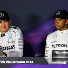 Lewis Hamilton y Nico Rosberg, en la rueda de prensa