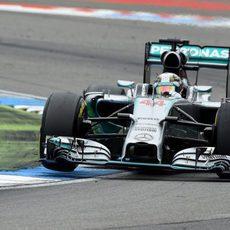 Gran remontada de Lewis Hamilton en Alemania