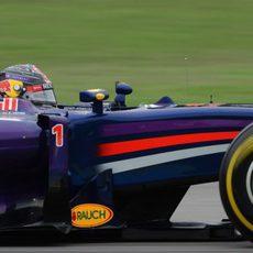 Sebastian Vettel superó a su compañero