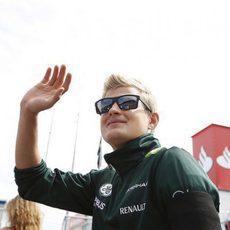 Marcus Ericsson saluda a sus aficionados