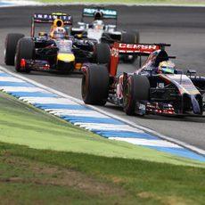 Jean-Eric Vergne a punto de ser adelantado por Ricciardo y Hamilton