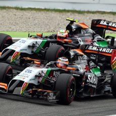 Nico Hülkenberg y Sergio Pérez en las primeras vueltas de la carrera