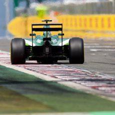 Marcus Ericsson pasa por la recta principal