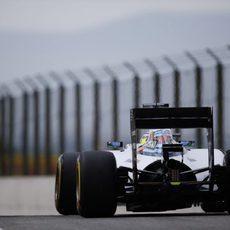 Felipe Massa sale con el semaforo en verde