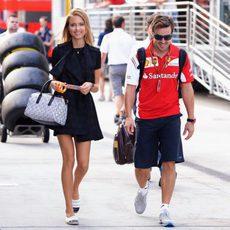 Fernando Alonso y Dasha Kapustina llegan al trazado