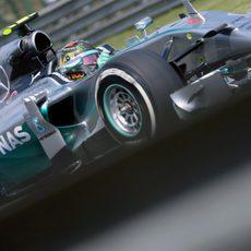 Nico Rosberg se mostró imbatible en clasificación