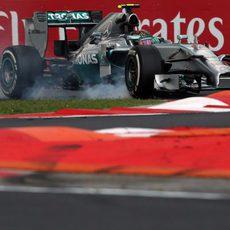 Nico Rosberg bloquea neumáticos en Hungaroring