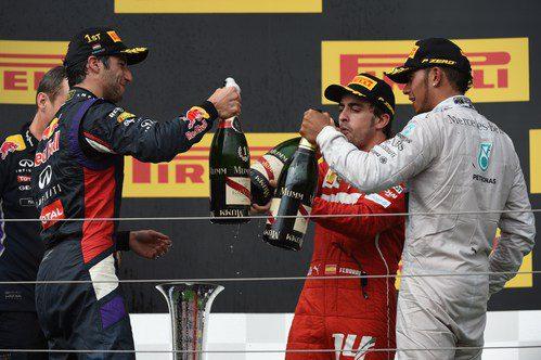 Brindis de Ricciardo, Alonso y Hamilton