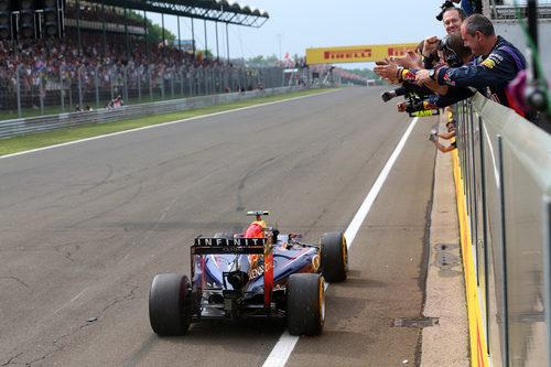 Red Bull celebra la victoria de Daniel Ricciardo