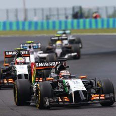 Hulkenberg y Perez lideraban el grupo de media tabla