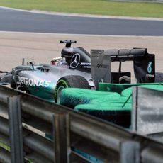 Lewis Hamilton se salió de pista al principio