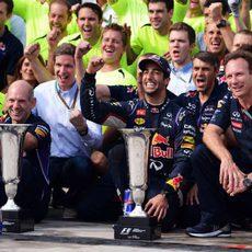 Red Bull celebra la victoria en Hungría