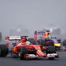 Fernando Alonso, por delante de Sebastian Vettel