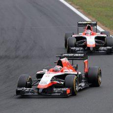 Jules bianchi adelanta a su compañero de equipo en las últimas vueltas