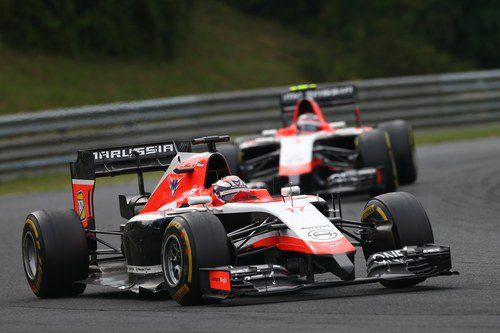 Jules Bianchi defiende posición frente a Max Chilton