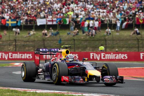 El RB10 de Daniel Ricciardo llegó a meta en primera posición