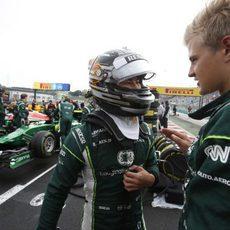 Kamui Kobayashi habla con Ericsson en la salida