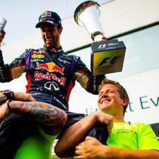 Daniel Ricciardo, elevado por su equipo