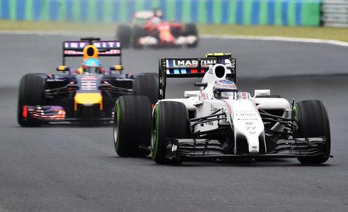 Valtteri Bottas se vio afectado por el tráfico en boxes