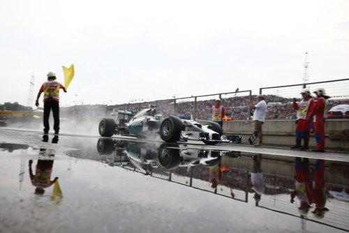Nico Rosberg saliendo del pitlane