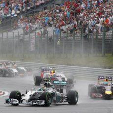Nico Rosberg trazando la primera curva de Hungaroring